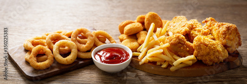 Fototapeta fast food meals : onion rings, french fries, chicken nuggets and fried chicken obraz