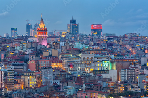 Carta da parati Beyoglu's region and Galata Tower on night, Istanbul