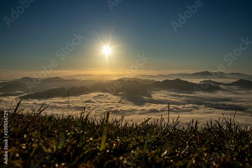 Paisagem com céu azul acima das nuvens Canvas Print