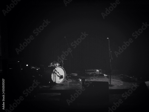 Billede på lærred Microphones And Drum Kit In Studio