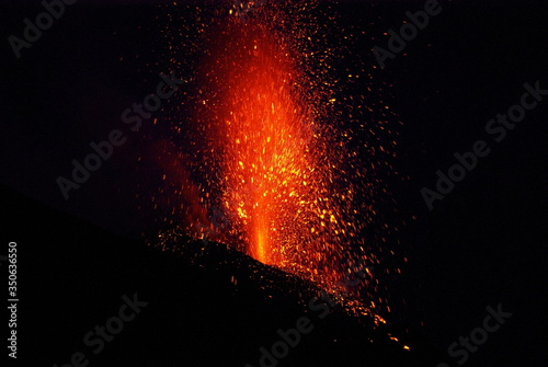 Fotografia Close-up Of Volcanic Eruption At Night