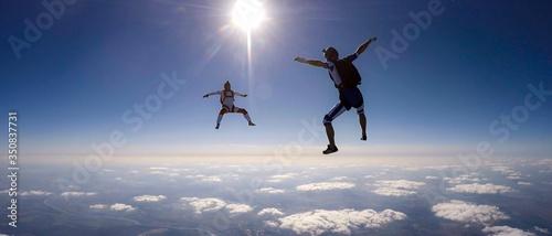 Fotografia Men Skydiving During Sunny Day