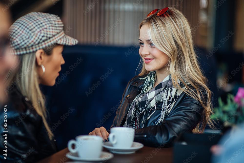 Fototapeta Good coffee and good conversations