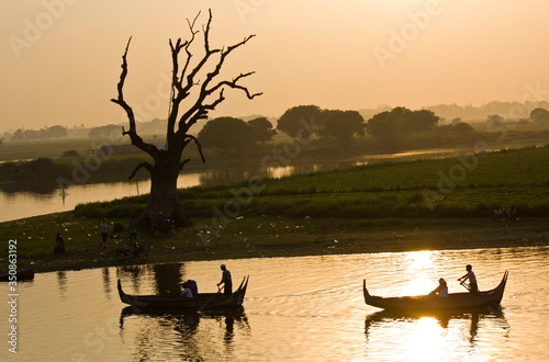 Fotografie, Obraz Silhouette People Boating In Lake Against Clear Sky