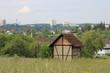 Kontrast Hütte und Hochhäuser