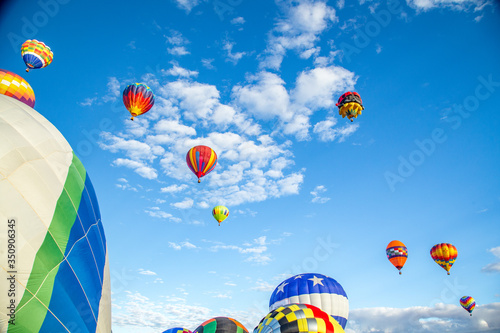 Low Angle View Of Hot Air Balloons Flying Against Sky Fototapet