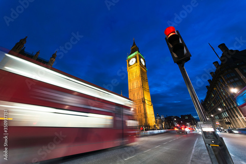 Tablou Canvas Blurred Motion Of Double-decker Bus By Illuminated Big Ben In City At Night