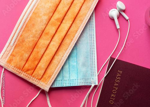 Fotografie, Obraz Kit da viaggio post covid19 con passaporto mascherine e auricolari per viaggiato