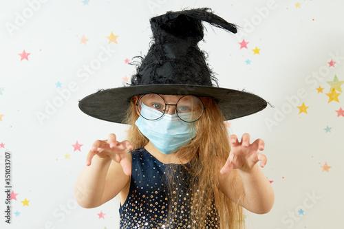 Happy Halloween on quarantine coronavirus pandemic Billede på lærred
