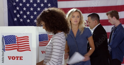 Four people of different demographics, young Hispanic woman in front, filling in Canvas-taulu