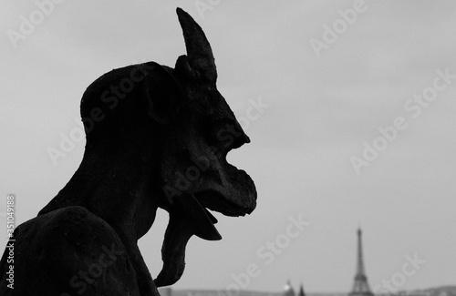 Canvas-taulu Gargoyle Statue Of Notre Dame Against Sky
