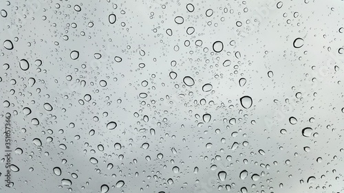 Foto Close-up Of Water Drops On Glass Window
