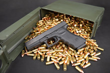Glock 17 With 9mm Ammo & Ammo ...