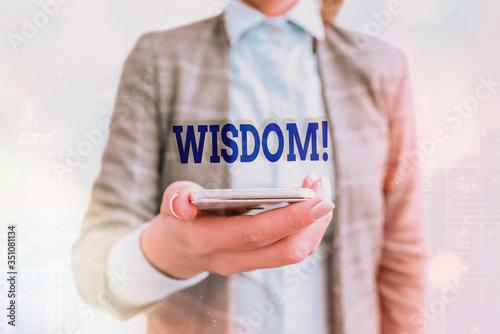 Fotografía Conceptual hand writing showing Wisdom