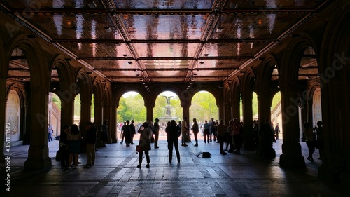 People At Bethesda Terrace And Fountain фототапет