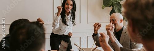 Fotografía Businesswoman motivating her team members in a meeting