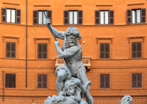 Photo Neptune statue, Fountain of Neptune, Piazza Navona, Rome, Italy