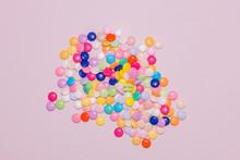Bonbons Multicolores Pastel Sur Feuille De Couleur