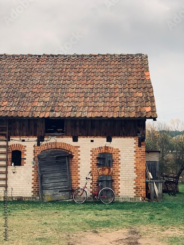 Stara stodoła na wsi