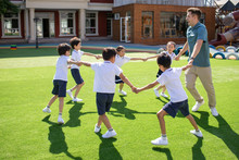 Foreign Teacher And Children P...