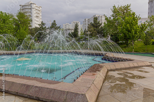 Photo Fountains at a park in Ashgabat, capital of Turkmenistan.