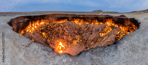 Foto Darvaza (Derweze) gas crater (called also The Door to Hell) in Turkmenistan