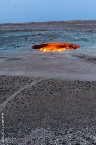 Cuadros en Lienzo Darvaza (Derweze) gas crater (Door to Hell or Gates of Hell) in Turkmenistan