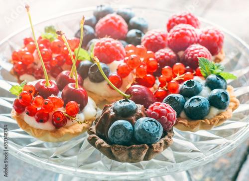 Cuadros en Lienzo Cake Minis de Berrys Frescos  Postres - Fotografía de Alimentos Postres