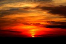 Puesta De Sol Con Cielo En Ton...
