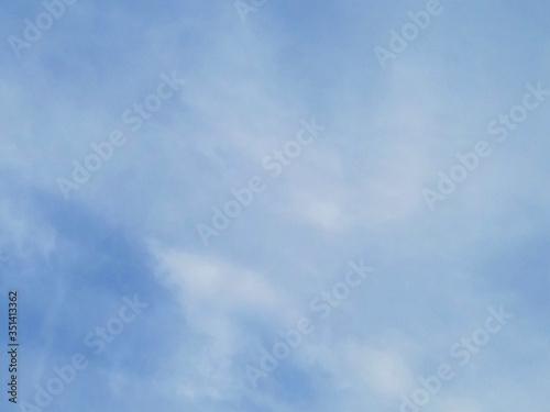 薄雲・青空(空色)・朝、昼・巻層雲(うす雲)・雲9割 Canvas Print