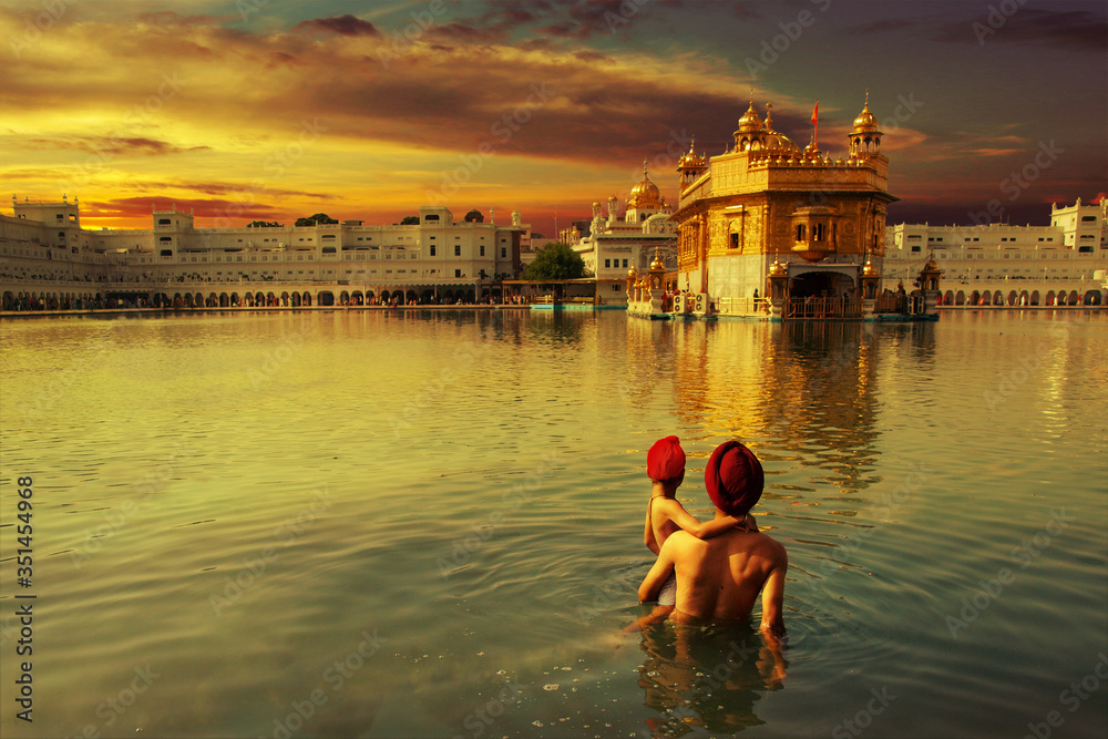 Fototapeta pilgrim at the golden temple in the city of Amritsar-India,main temple of sikh people during sunset time