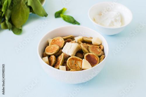 Fototapeta Spinach pancake cereals in a white bowl. obraz