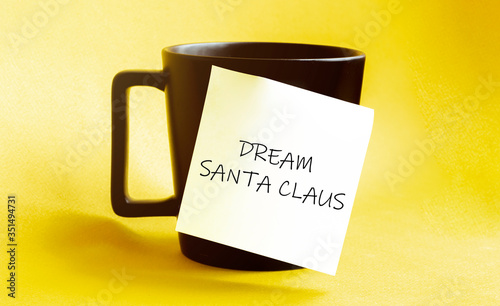 white paper with text 1 YEAR = 365 OPPORTUNITIES on the black cup Fototapet