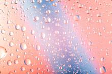 Gotas De Agua Sobre Fondo Rosa