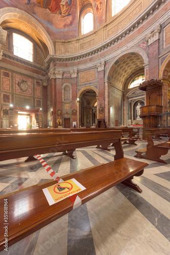 Cuadros en Lienzo Rome, Italy - 19 May 2020: A Do not sit here sign on a church bench in San Giacomo Basilica, Rome, Italy