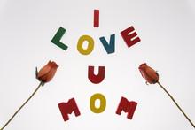 Message I Love U Mom Sur Fond Blanc