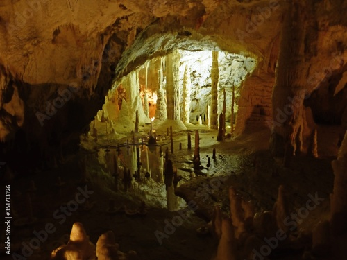 Canvas-taulu Stalactites And Stalagmites In Cave