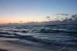 Amanecer en el Caribe. Playa Marlin en Cancún.