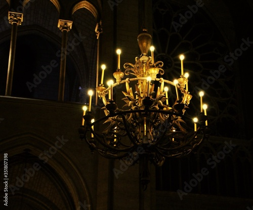 Foto Low Angle View Of Candlestick Holder Chandelier