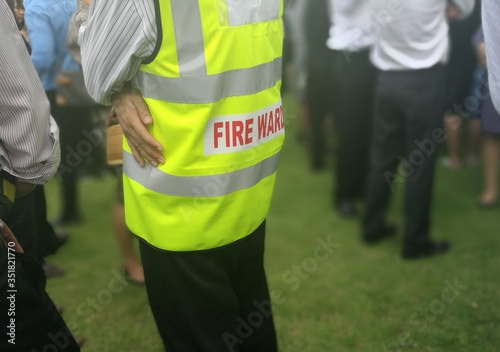 Fotomural Fire warden man in the training of emergency fire drill