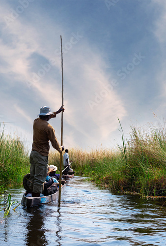 Okleiny na drzwi - Krajobraz - Pejzaż  boat-trip-in-a-traditional-makoro-at-the-okavango-delta-botswana