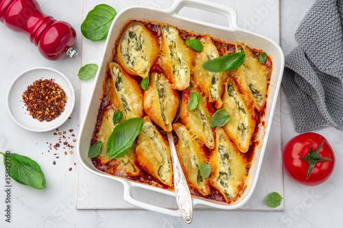 Fototapeta Ricotta and spinach stuffed shell  pasta with tomato sauce obraz