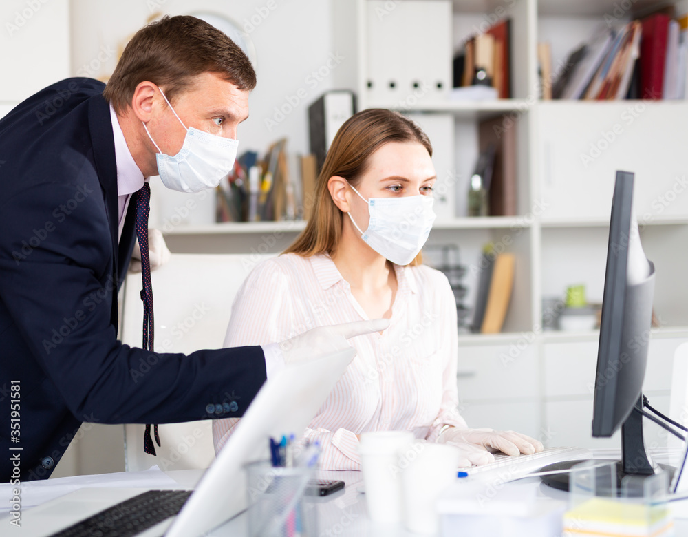 Fototapeta Man helping his colleague to prepare document on your computer - obraz na płótnie