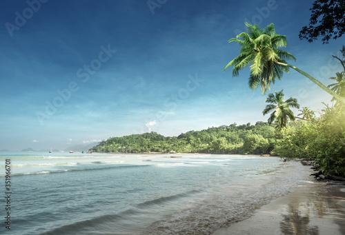 Fotobehang - beach in sunset time, Mahe island, Seychelles