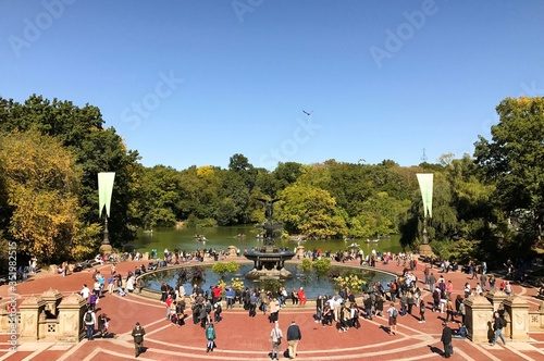 Photo People At Bethesda Fountain Against Clear Sky