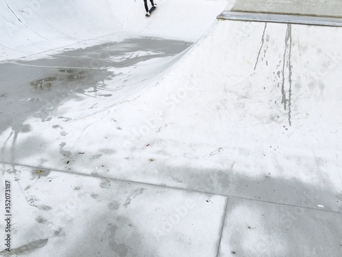 Foto High Angle View Of Ramp On Skateboarding Park