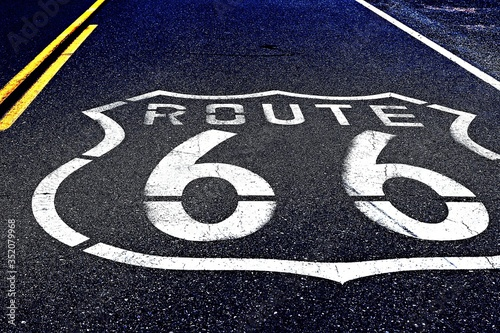 Photo High Angle View Of Route 66 Sign On Road
