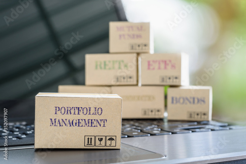Fotografia Boxes of financial products e