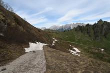 Escursione Lungo La Cima Del Monte Torondon