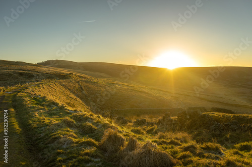 Photo Scenic View Of Field Against Sky During Sunset
